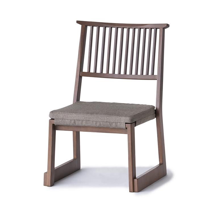 日本建築の数寄屋造を思わせる、縦の角格子が印象的なイメージのシリーズ。凛としたその佇まいは様々な和モダンのシーンに馴染みます。5脚までスタッキング可能。 畳 椅子 低い 和モダン 和 モダン サイドチェア ダイニングチェア チェア 椅子 イス スタッキング カバーリング おしゃれ 高級 ダークブラウン 和モダン 軽量 低め 『なごみ-サイドチェアL DB色』 リラックス 畳用家具の八木研