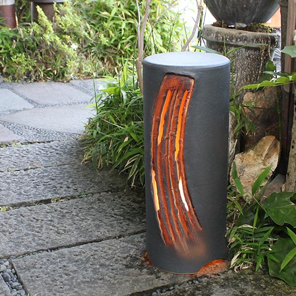 Attractive An Earthenware Light Lights Up The Shigaraki Ware Black Ground Tear Maru Garden  Light Door, The Garden. Lighting Waterproofing Light Oriental Lamp Light ...