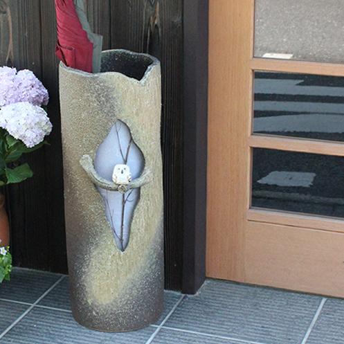 信楽焼 障子木のりふくろう傘立て 玄関のインテリア 陶器 信楽焼かさたて 陶器傘立て 和風傘立て やきもの 傘たて つぼ ツボ しがらき 新築祝 開店祝 kt-0038