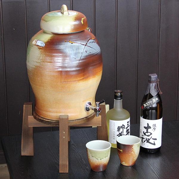 ◆文字入れ可◆5升用信楽焼焼酎サーバー カップ 2客付き 焼酎が美味しくなると評判の陶器サーバー 信楽焼サーバー 陶器焼酎サーバー 名入れ ギフト ss-0038