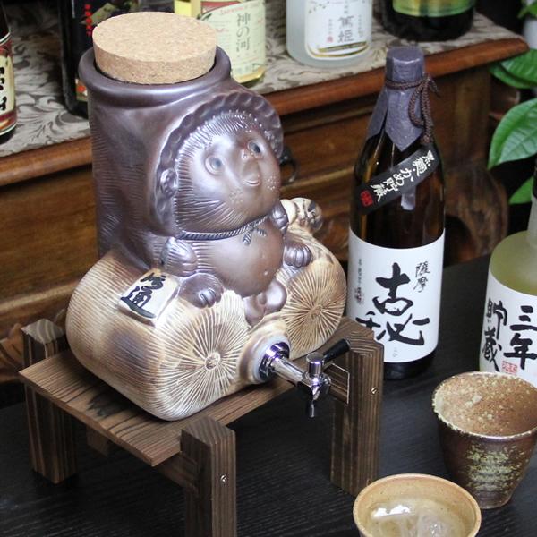 焼酎が美味しくなると評判の信楽焼焼酎サーバー たぬき焼酎サーバー 陶器サーバー 信楽焼サーバー 狸サーバー ギフト ss-0109