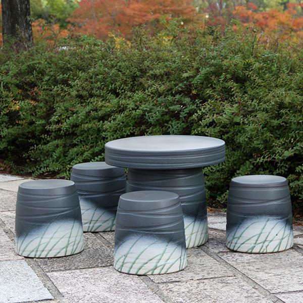 送料無料 20号信楽焼ガーデンテーブル 陶器テーブル 焼き物 お庭、ベランダ用庭園セット ガーデンテーブルセット 陶器 イス 信楽焼テーブル ガーデンセット 屋外用 te-0007