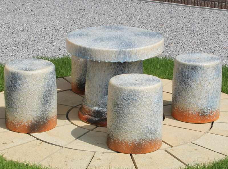 送料無料 20号信楽焼ガーデンテーブル 陶器テーブル 焼き物 お庭、ベランダ用庭園セット ガーデンテーブルセット 陶器 イス 信楽焼テーブル ガーデンセット 屋外用 te-0045