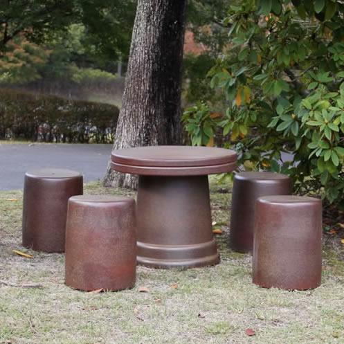 送料無料 20号火色斑点信楽焼ガーデンテーブル 陶器テーブル 焼き物 お庭、ベランダ用庭園セット ガーデンテーブルセット 陶器 イス 信楽焼テーブル ガーデンセット 屋外用 te-0050