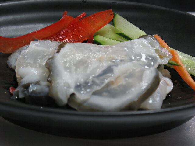 和 y 冰頭 (hizu) 醃三文魚軟骨。