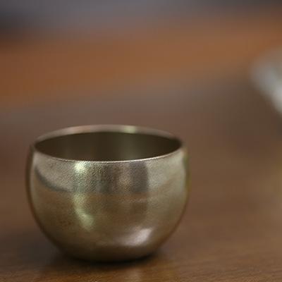 【 宮内庁御用達 】 漆器 丸盃 銀地 (木箱入り)