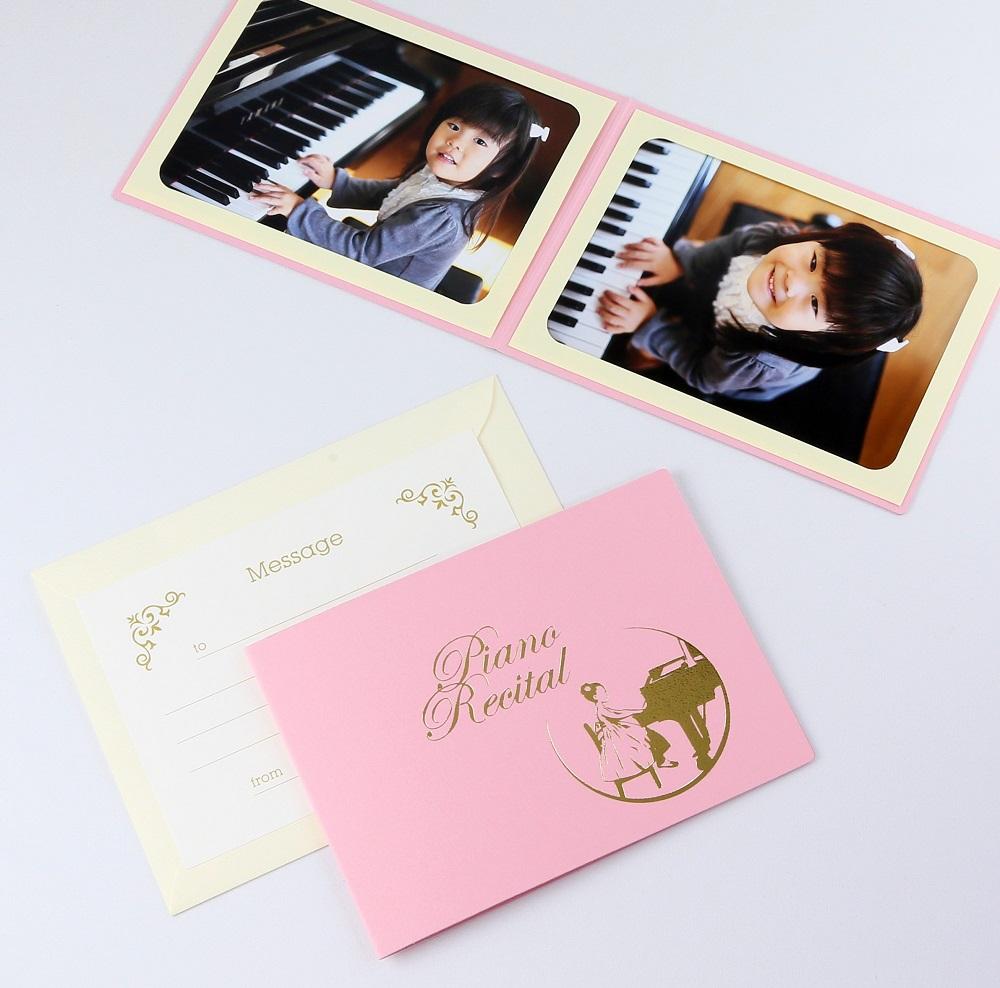 ピアノ教室の先生 親御さんにおすすめ カンタンらくちん 写真を差し込むだけのポケット台紙 ペーパー 割り引き フォトフレーム 写真台紙 ピアノ 正規逆輸入品 女の子 2面ヨコ Piano Recital ピンク 発表会 2Lサイズ