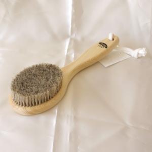 馬毛ボディブラシで美脚 美肌 美ボディに 馬毛 直送商品 休み ボディブラシM ソフト ショート ウェットドライブラッシング ボディ洗浄 洗体ボディケア ボディブラッシング 日本製 柄の長さ約24cm 天然木ヒノキ 毛の硬さ むくみ解消 つるつる美肌に ショートタイプ 馬毛100%使用