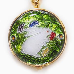 懐中時計 着物姿に気品ある和装時計を‥ 京七宝 恋うさぎ懐中時計(うさぎと木の実 緑) 【記念品・お祝い・ギフトに最適】