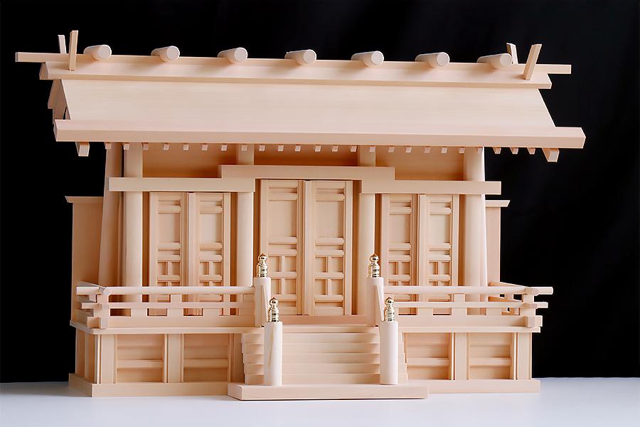 匠造り ■ 木曽ひのき ■ 極上唐戸 通し屋根 三社 小型 ■ 丸柱仕様 ■ 神棚