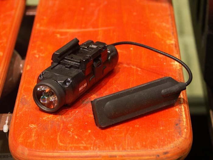 ITI WL1-AA'ウエポン・マウント'タクティカルライト LEDタイプ