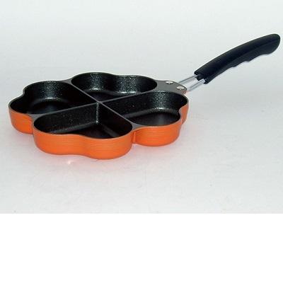 お弁当のおかず作りやデザートづくりの型として楽しいフライパン 送料無料 登場大人気アイテム IH対応しあわせを呼ぶ四つ葉のフライパン 代引き不可 予約販売 オレンジ
