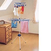 小物からロングな衣類もまとめて干せるゆとりの2段式 使用後はコンパクトに収納できます トップのハンガーだけ単体でも使えます メーカー直売 ポールや物干しロープに掛けられるフック付 室内物干し 代引き不可商品 2段式クーンドライ 贈り物