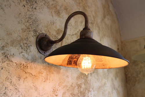 インダストリアルライト ブラック系D型【送料無料】内側英字新聞 1点もの ブラケットライト 室内照明 壁掛けライト ブラケット照明 屋外照明 照明 LED アンティーク 玄関照明 おしゃれな照明 ガーデンライト