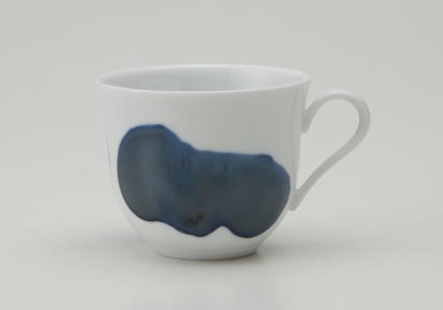 有名な 凛とした白磁の佇まいとシャープなラインが特長 セール特別価格 深山 miyama. plue コーヒーカップ S3 プルー 窯変転写
