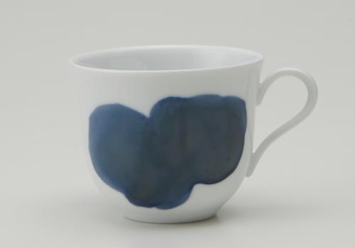 凛とした白磁の佇まいとシャープなラインが特長 深山 超安い miyama. plue 激安超特価 プルー 窯変転写 コーヒーカップ L2