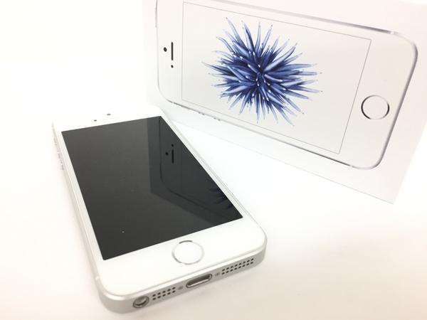 【中古】 Apple iPhone SE MLLP2J/A 16GB au シルバー 程度良好 純正充電ケーブル付 元箱あり 初期化済 T3456976