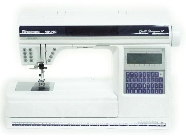 【中古】 HUSQVARNA VIKIG Quilt DESIGNER II ハスクバーナ ミシン 刺繍 Mega Hoop 412625502付 T2706173