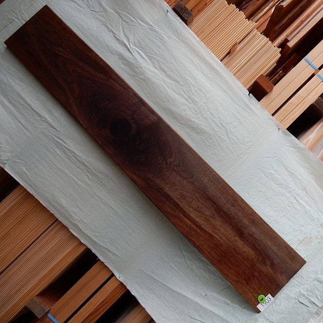 ブラックウォールナット 一枚板 1903 長さ168cm 幅26cm-29cm 厚み2.6cm 木材 銘木 天然木 無垢 テーブル カウンター 棚【送料無料♪】≪R01.08.03UP!!≫