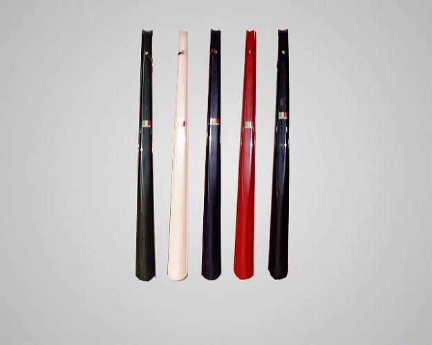 長さ60cmのロングサイズ ASK GTロングシューホーン 黒 緑 紺 赤 白 靴べら 革ヒモ 定番スタイル 訳あり商品 60cm 長ヘラ イタリア ヒザ カカト ロング