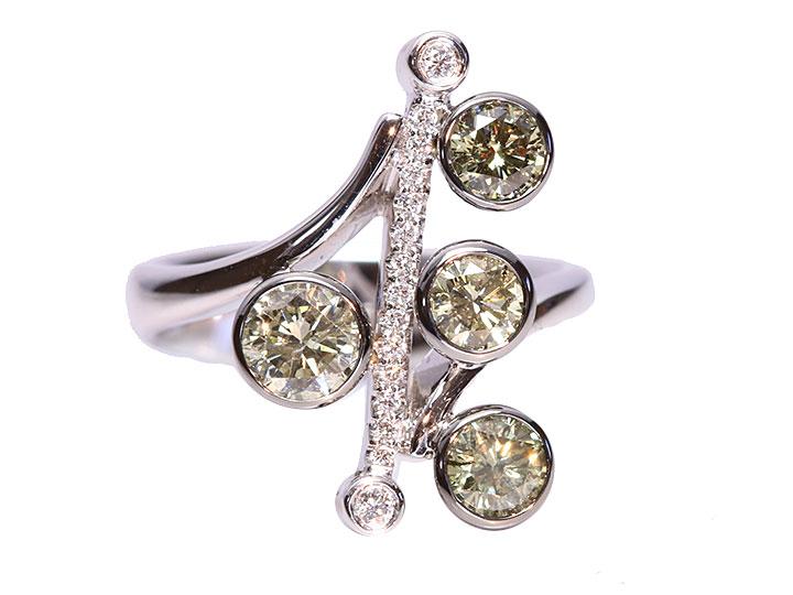 ★クーポンで40%OFF対象★グリーンカラーダイヤモンド合計1.56ct・個性的デザインK18WGリング 指輪 やさしいカラーリング 指輪に心癒される/Ycollectionワイコレクション/送料無料