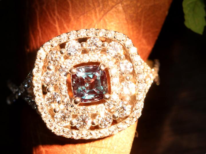 ★クーポンで40%OFF対象★アレキサンドライト0.62ct ダイヤモンド0.90ct 個性的デザイン PT900リング 指輪 見事なカラーチェンジ 透明度大 1点もの/Ycollectionワイコレクション/送料無料