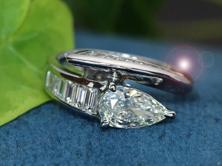 ★クーポンで40%OFF対象★ダイヤモンド大粒1.024ct 憧れの1カラット ペアシェイプカット K SI2 アームには角ダイヤモンド0.59ct PT900リング 指輪 1点もの/Ycollectionワイコレクション/送料無料