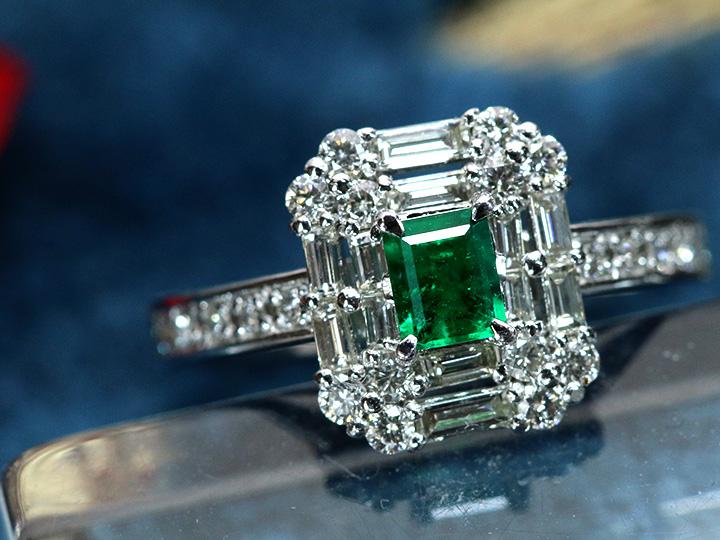 ★クーポンで40%OFF対象★エメラルド0.263ct 濃厚で高き透明度 誇らしいグリーン テーパーダイヤ取り巻き PTリング 上質のエメラルド 1点もの/Ycollectionワイコレクション/送料無料