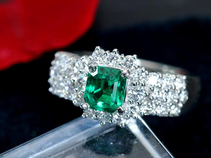 ★クーポンで40%OFF対象★エメラルド0.88ct 大粒 豪華ダイヤモンド0.96ct 取り巻き・びっしりダイヤアーム PTリング 高き透明度・濃厚なグリーン 1点もの/Ycollectionワイコレクション/送料無料