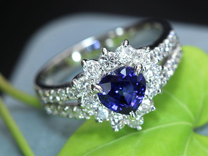 ★クーポンで40%OFF対象★サファイヤ1.18ct ハートシェイプの上品質な青 美しいダイヤ取り巻き0.83ct PT900プラチナリング 指輪 ソーティング付 1点もの/Ycollectionワイコレクション/送料無料