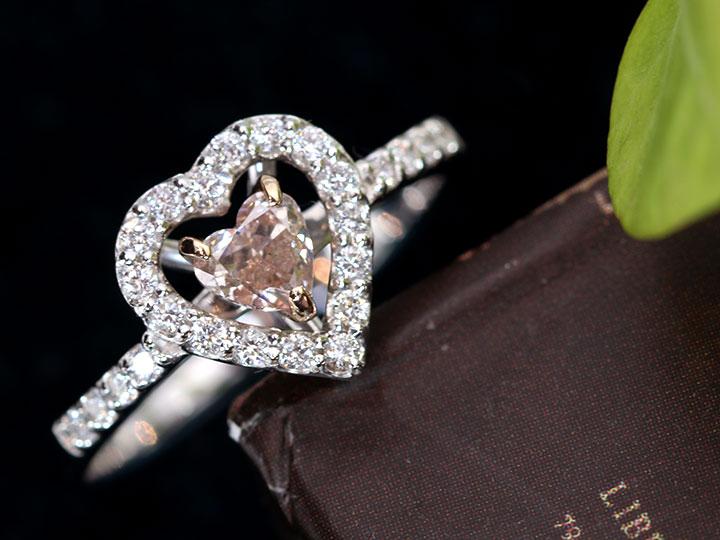 ★クーポンで40%OFF対象★ピンクダイヤモンド ハートシェイプの大粒 0.337[ct FANCY LIGHT ORANGY PINK 愛らしいハートのソリティアデザイン PT950/K18PG リング・指輪 1点もの ソーティング付