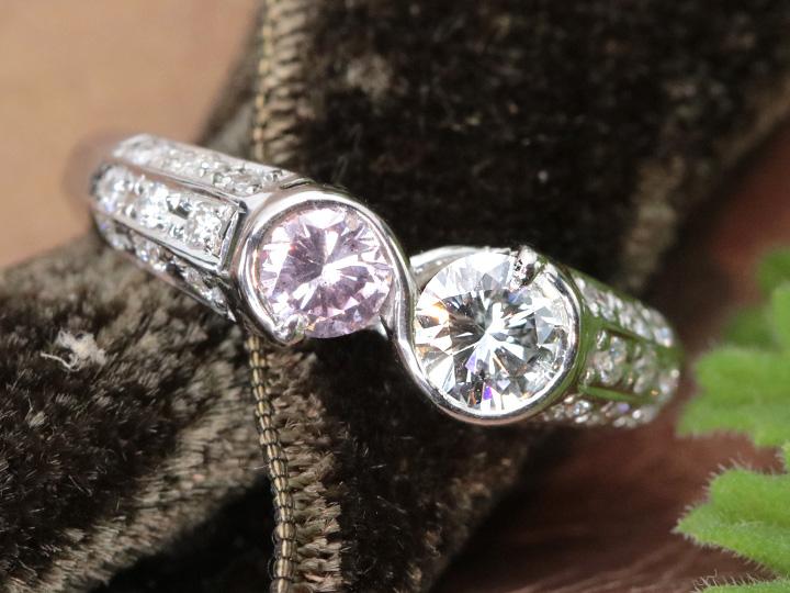 ★クーポンで40%OFF対象★ピンクダイヤモンド0.278ct FANCYLIGHT PURPLISH PINK I1&無色の大粒ダイヤ 向かい合うデザイン PT900 リング・指輪 AGTソーティング付 1点もの/Ycollectionワイコレクション/送料無料