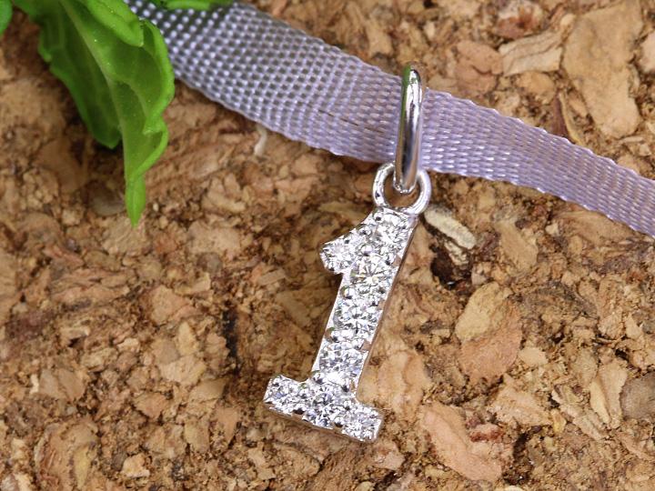 【ギフト応援プライス】人気のナンバージュエリー 数字 No.1 K18WGペンダントトップ びっしり質の良いダイヤが煌く 作り良好 (各地金素材対応可能)受注品/Ycollectionワイコレクション/送料無料