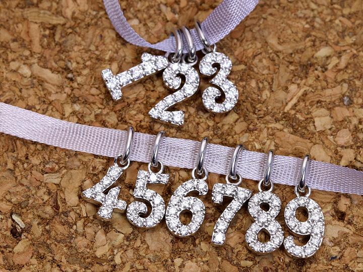 【ギフト応援プライス】人気のナンバージュエリー 数字 1~9迄揃う K18WGペンダントトップ びっしり質の良いダイヤが煌く 作り良好 (各地金素材対応可能)受注品/Ycollectionワイコレクション/送料無料