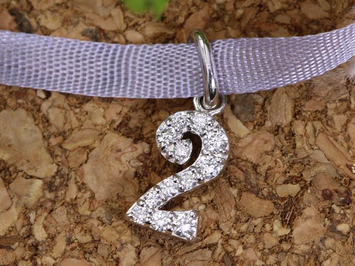 【ギフト応援プライス】人気のナンバージュエリー 数字 No.2 K18WGペンダントトップ びっしり質の良いダイヤが煌く 作り良好 (各地金素材対応可能)受注品/Ycollectionワイコレクション/送料無料