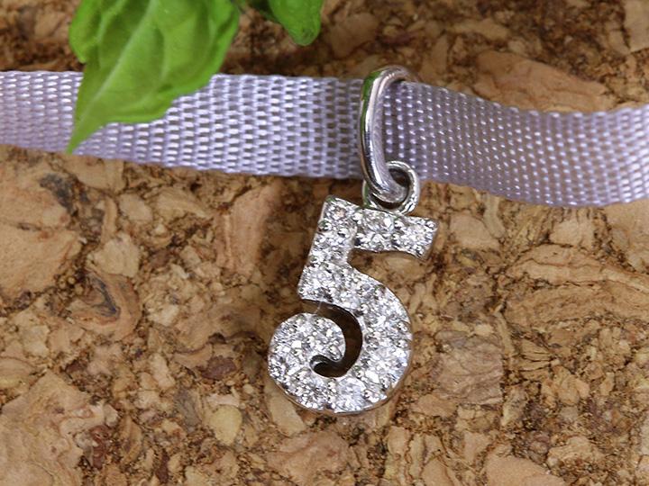 【ギフト応援プライス】人気のナンバージュエリー 数字 No.5 K18WGペンダントトップ びっしり質の良いダイヤが煌く 作り良好 (各地金素材対応可能)受注品/Ycollectionワイコレクション/送料無料