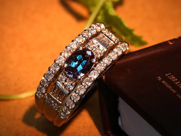 ★クーポンで40%OFF対象★大粒アレキサンドライト0.57ct・ブラジル産の絶品・角ダイヤも豪華0.67ct PT900リング 指輪 1点もの 劇的カラーチェンジ/Ycollectionワイコレクション/送料無料