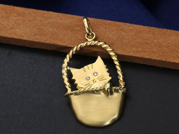 ★クーポンで20%OFF対象★人気・猫モチーフ・かわいらしいCAT K18ペンダントトップ 目にダイヤがきらり 受注品/Ycollectionワイコレクション/送料無料