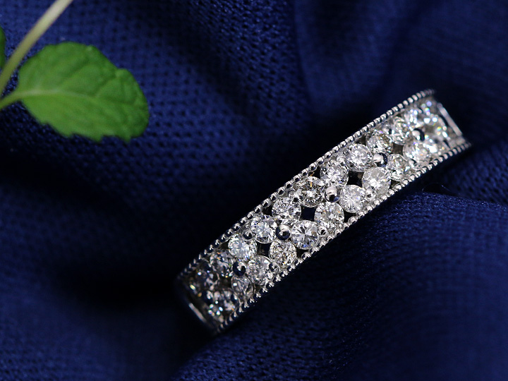 ★クーポンで20%OFF対象★上質ダイヤモンド0.56カラットが煌めく2重奏の瞬き・PTリング指輪 普段使いしやすいフラット・ハーフエタニティデザイン(K18/WG各種素材対応可) 受注品/