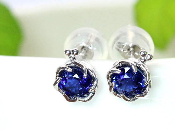 ★クーポンで20%OFF対象★サファイヤ 青の美しさ フラワーのようなデザイン K18WGピアス 上品なサファイヤの青 イヤリング可 (各種地金K18・WG・PG・PT900・金具対応可)受注品/