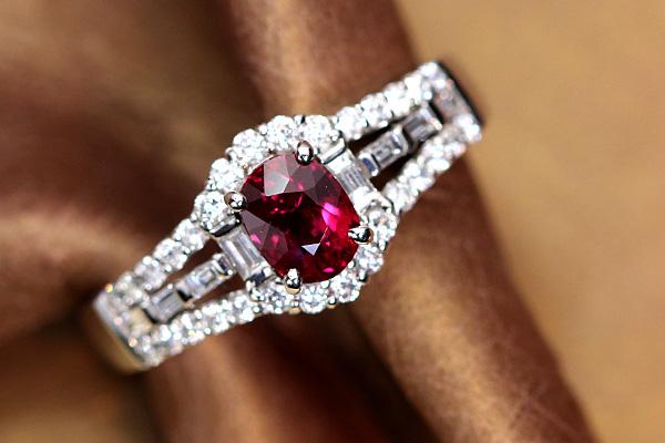【スーパーSALE限定30%OFF 864000円⇒604800円へ!】ビルマ産非加熱ルビー0.77ct ノンヒートルビー 最高品質のピジョンブラッドカラー ダイヤモンド取り巻き0.39ct PT900プラチナリング 指輪 赤色が湧き上がる!瑞々しさに感動!1点もの/