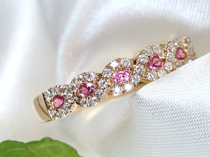 ★クーポンで20%OFF対象★ピンクサファイヤとダイヤモンドが描く螺旋デザイン 一文字 ハーフエタニティ K18PGピンクゴールドリング 指輪 重ねつけにも 受注品/Ycollectionワイコレクション/送料無料