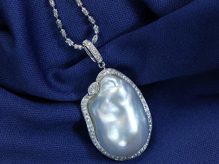 ★クーポンで40%OFF対象★大粒バロック真珠26-16ミリ位 奇跡的な大粒!人気のシルバーカラーの上品パール ダイヤモンド取り巻き ミルグレーディング K18WGネックレス 1点もの/