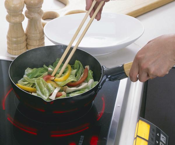 ガス・IH対応 鉄プチいため鍋20cm 34427旨味を引き出す鉄フライパン!深型タイプで揚げ物もできる!お弁当に最適