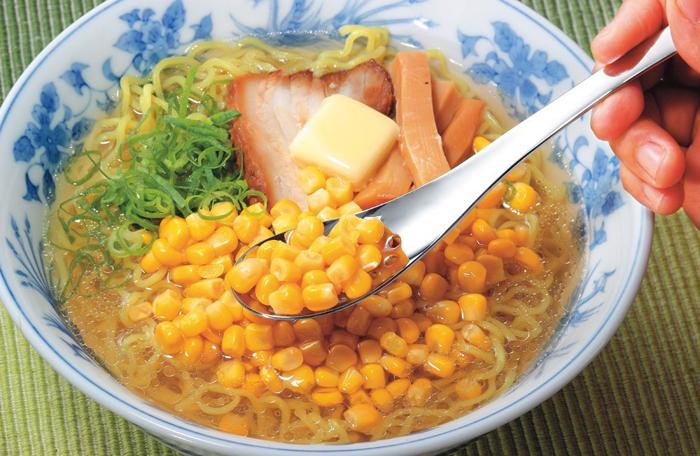 日本製 レンゲスプーン穴あき5本組 38533ラーメンのコーンや肉味噌に!洋食器の本場、燕産!ネコポスのため代引・日時指定不可