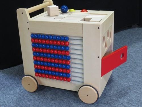 コイデ東京 日本製 知育玩具 M50 ジョイフルワゴン安全性と知育性が高い本物志向の木のおもちゃ百貨店で販売されているおもちゃです