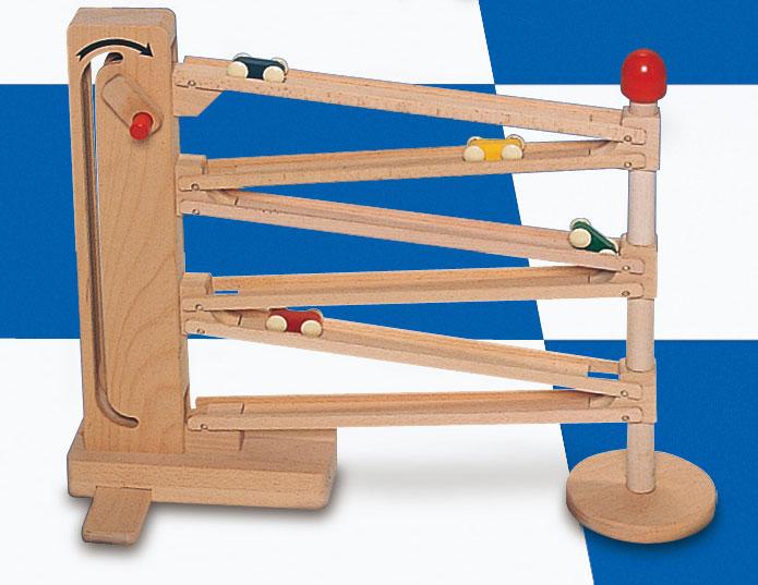 コイデ東京 日本製 知育玩具 M67 クルリンエレベーター安全性と知育性が高い本物志向の木のおもちゃ百貨店で販売されているおもちゃです