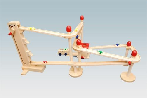 コイデ東京 日本製 知育玩具 M68 クルリンサーキット安全性と知育性が高い本物志向の木のおもちゃ百貨店で販売されているおもちゃです