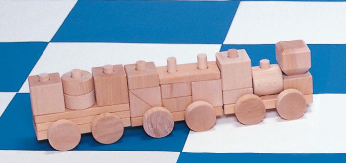 コイデ東京 日本製 知育玩具 N05 汽車ブロック安全性と知育性が高い本物志向の木のおもちゃ百貨店で販売されているおもちゃです