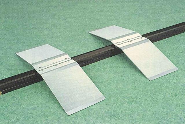 シクロケア製 安心スロープステップオーバー型 2枚セット 手前と奥の段差が異なる場合でも使用可能 アルミ製で軽量 2枚で2.5kg 持ち運びも簡単!